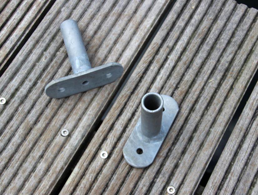 Die Maße der Grundplatte betragen 10,5 x 4 x cm mit jeweils 2 Löchern Ø 0,85 cm.