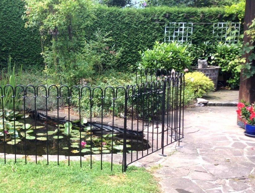 Der Zaun wurde vom Kunden schwarz angestrichen.