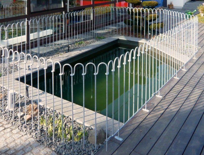 Die Terrassenelemente (hier verzinkt) können Sie ganz einfach auf Ihre Terrasse aufschrauben.