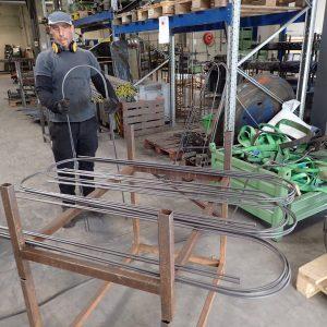 Die Stahl-Bögen für die Topfobelisken nach dem Biegen
