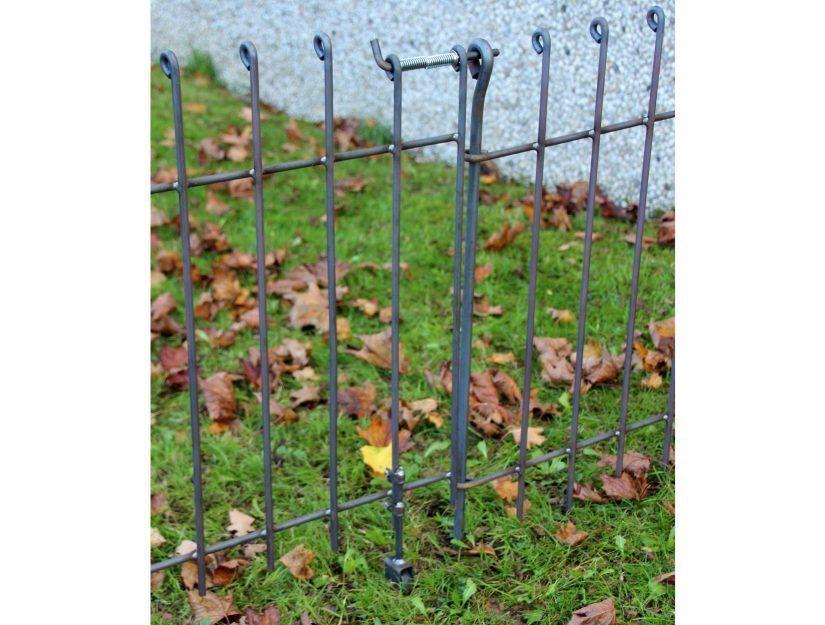 Die Bodenrolle können Sie problemlos auf dem Rasen einsetzen.