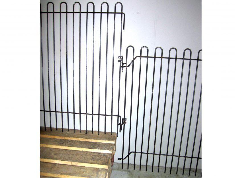 Hier wird der Verbindungshalter benutzt, um eine 30 cm hohe Stufe zu überbrücken.