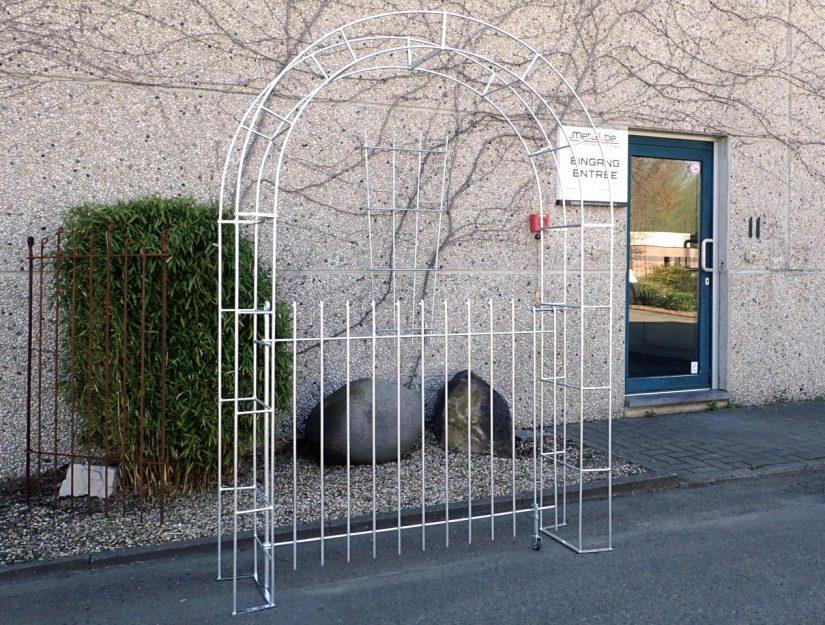 Rosenbogen mit einer Tür verzinkt 115 cm hoch.