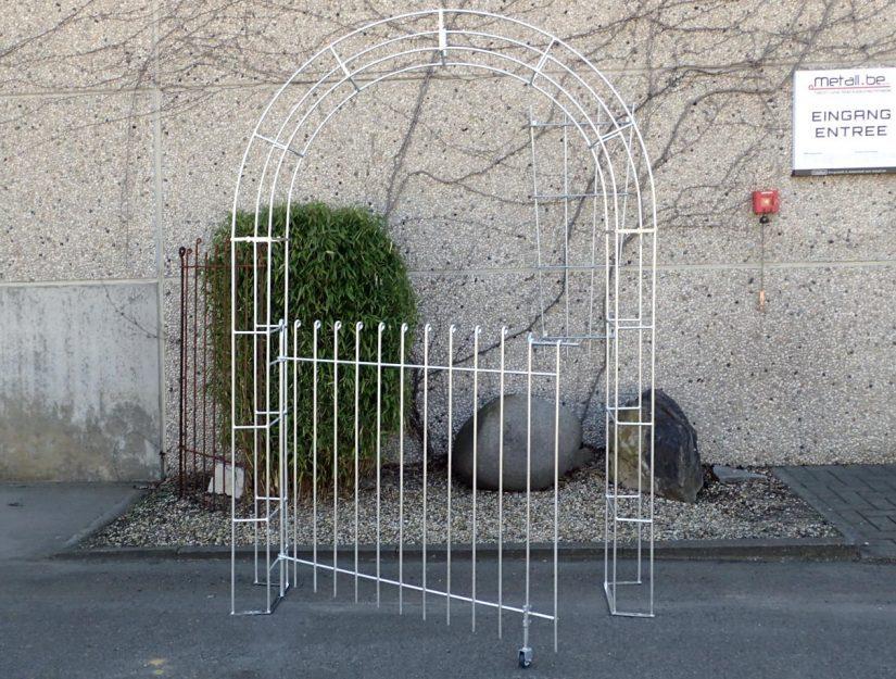 Rosenbogen mit leicht geöffneter Tür verzinkt 115 cm hoch.