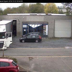 LKW lädt in unserer gegenüberliegenden Lagerhalle in Eupen Industriezone