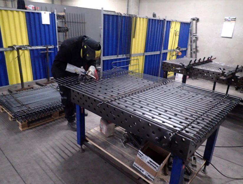 Der Welpenzaun engmaschig wird bei uns in Eupen hergestellt.