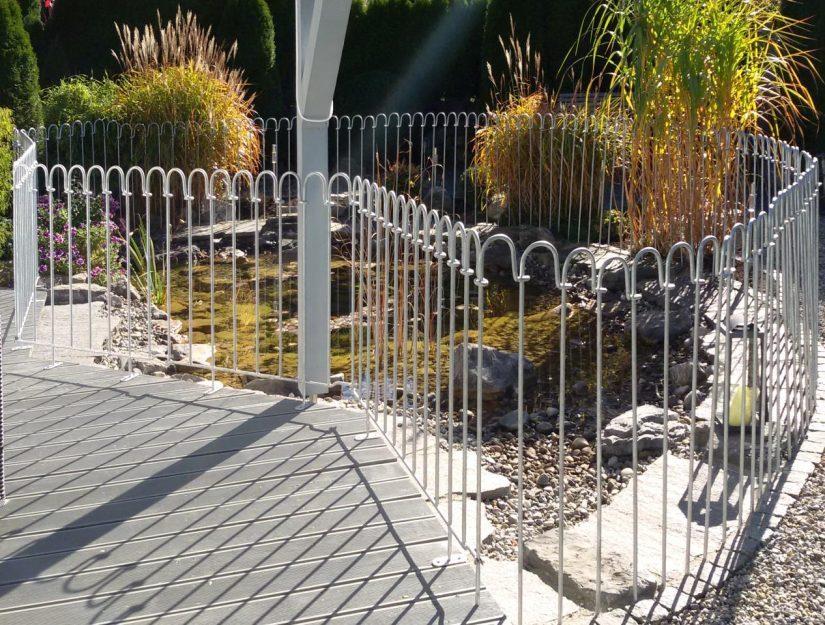 Die Terrassenelemente kann man mit den Zaunstäben-light oder mit anderen Elementen verbinden.
