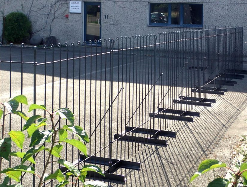 Die Boden-Ständer können auf Teer, Rasen, Schotter, Kies usw. verwendet werden.