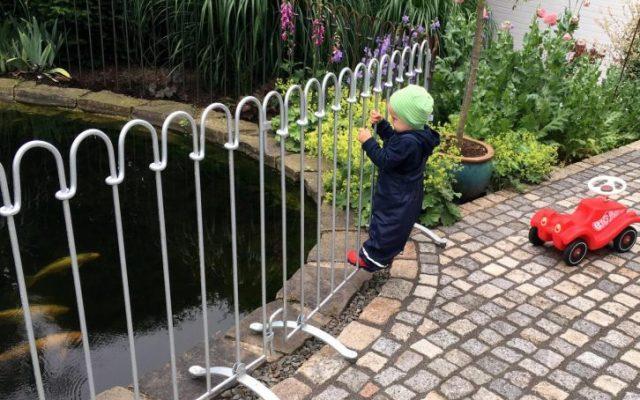 Kann ein Kleinkind den poolfix Stellzaun mit seinem Gewicht verschieben?