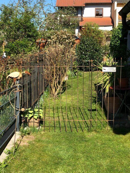 Tür 145 cm hoch im Gartenzaun aus Metall
