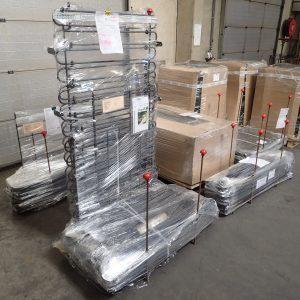 Versandfertige Zäune in unserer Produktionshalle in Eupen