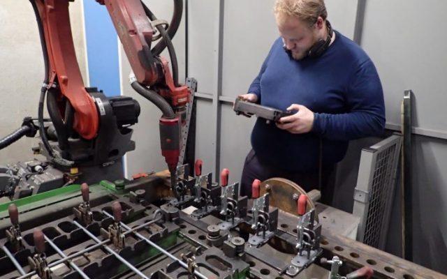 Zaunhalter am Panasonic Roboter programmieren