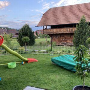 Verzinkter Zaun für den Spielbereich unsere Tochter im Garten
