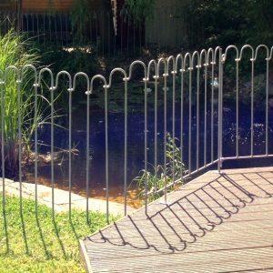 Von der Terrasse bis zum Rasen ist einkleiner Höhenunterschied zu überbrücken