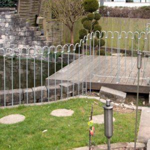 Von der Terrasse bis zum Rasen ist ein großer Höhenunterschied zu überbrücken