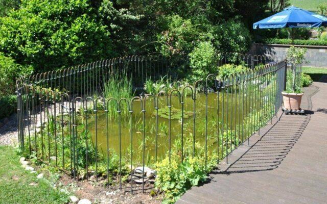 Stufe zur Terrasse – Wie kann ich dort den Zaun aufbauen?