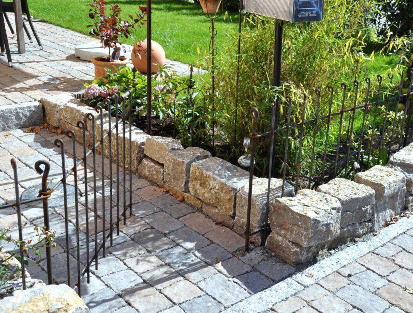 Die Gartentür anneau lässt sich in beide Richtungen öffnen: nach innen 180°, nach außen bis zu 150°.
