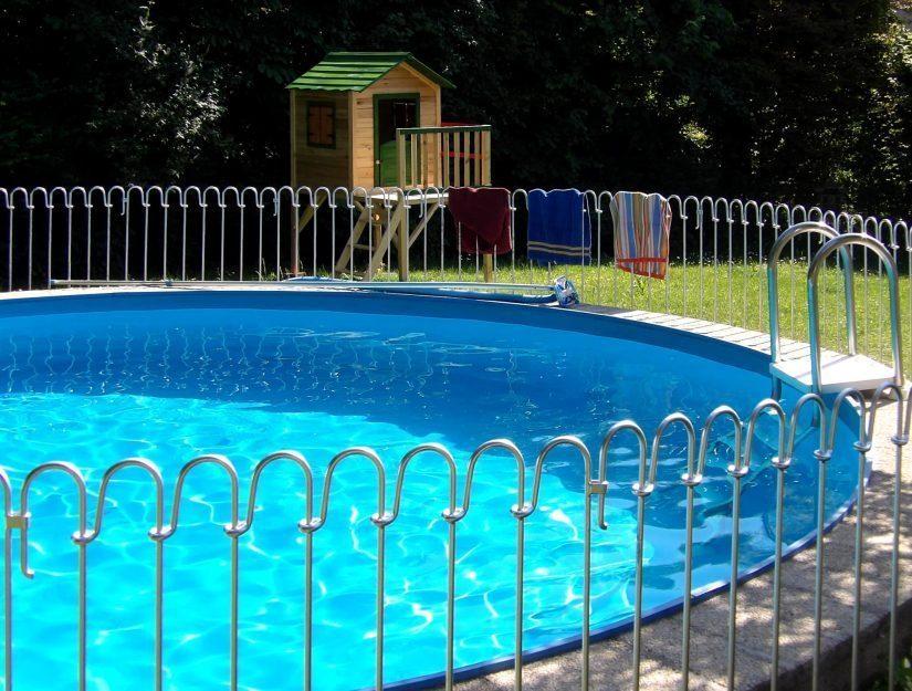 Sie können den Poolzaun überall verwenden, wo Sie einen ebenen Untergrund haben.