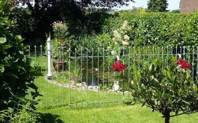 Abtrennung zwischen Terrasse und Gartenteich