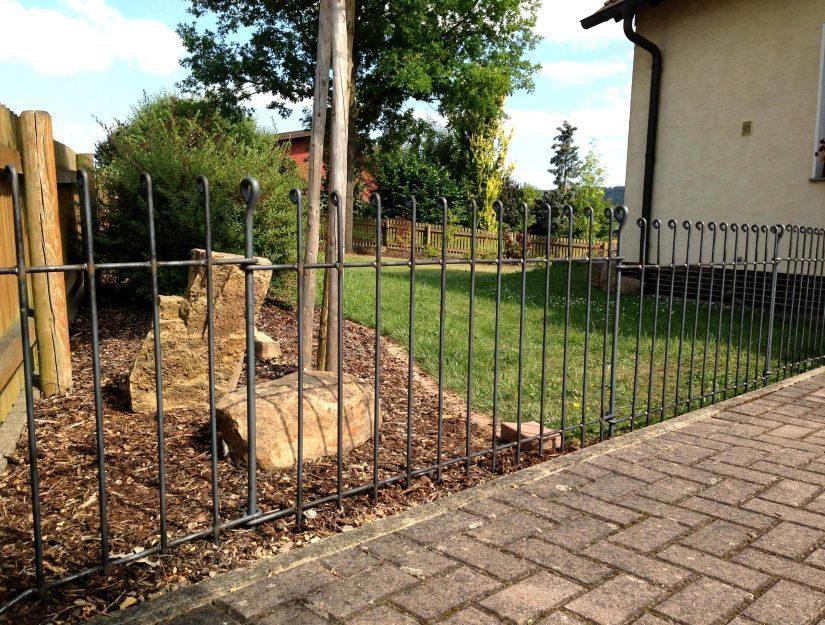 Gartenabtrennung mit unserem kleinsten anneau-Hundezaun.