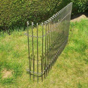90° gebogener Zaun aus Eisen